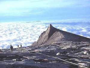 Mount_kinabalu_lookingdown